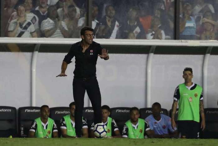 Torcida do Vasco ficou irritada com técnico Alberto Valentim