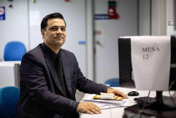 João Ricardo vai representar Luís Nunes, que quer mais segurança diante da burocracia para aposentar