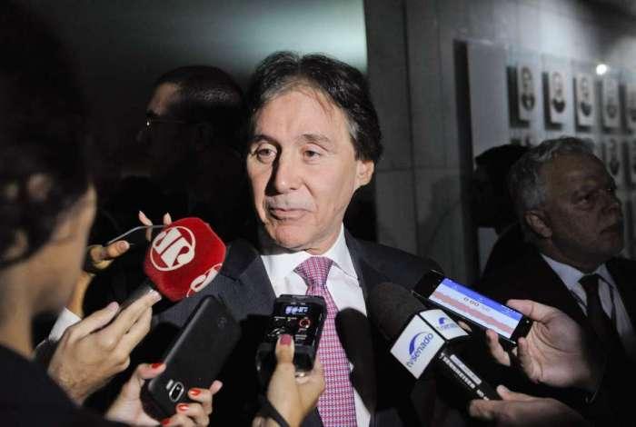 O presidente do Senado, Eunício Oliveira, em entrevista após sessão no Congresso