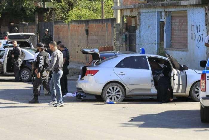 Carro de Diogo foi atingido por mais de 30 disparos. Em outro bloqueio, o policial bateu em um veículo