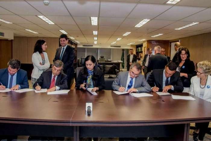 Bancos, representantes de poupadores e de consumidores assinaram acordo na AGU no fim de 2017