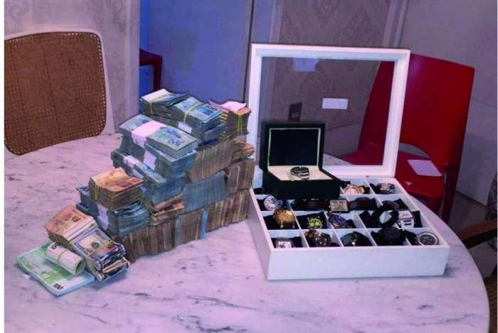 Policiais federais apreenderam R$ 800 mil e relógios de luxo na casa de Daniel Martins (PDT)