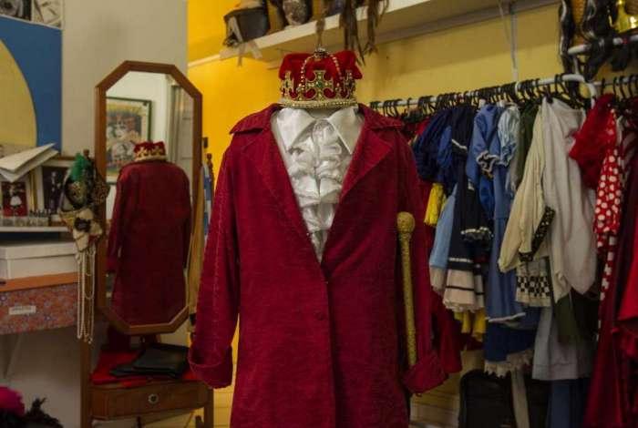 O MEIA HORA conferiu roupas de rei na loja Clube da Fantasia
