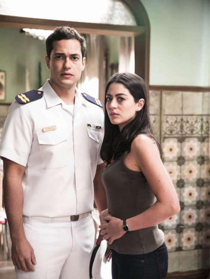 Mateus (Raphael Vianna) e Waleska (Carol Castro): pais do bebê
