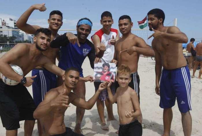 Amigos de Renato Gaúcho na Praia de Ipanema: galera quer ver o treinador de volta ao Rio de Janeiro