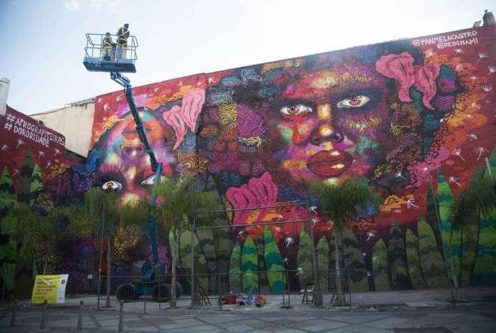 O mural Dororidade: grafite de 500 metros quadrados, localizado na Rua do Lavradio, no centro do Rio