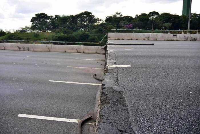 Viaduto  cede em São Paulo