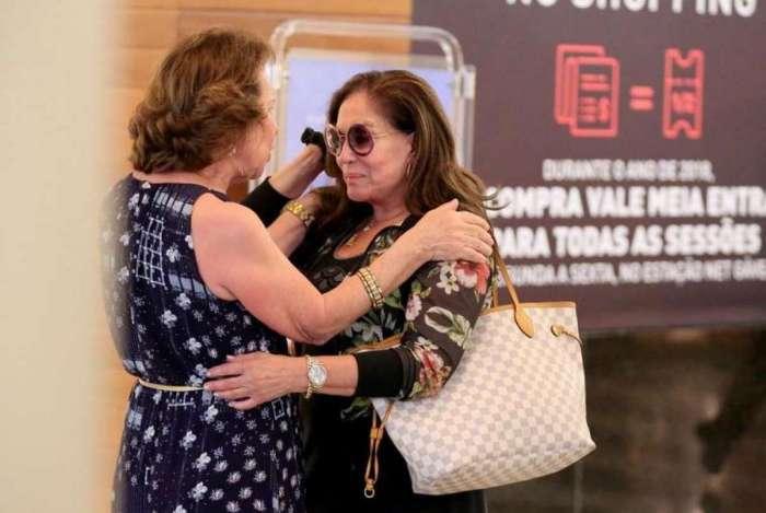 Susana Vieira vai às lágrimas ao receber amparo dos fãs em shopping no Rio de Janeiro. Recentemente, a atriz revelou a sua luta contra a leucemia