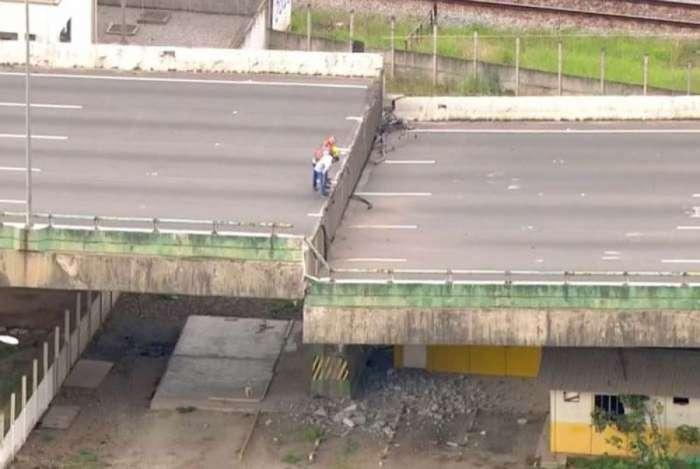 Viaduto cede e interdita trânsito na Marginal Pinheiros