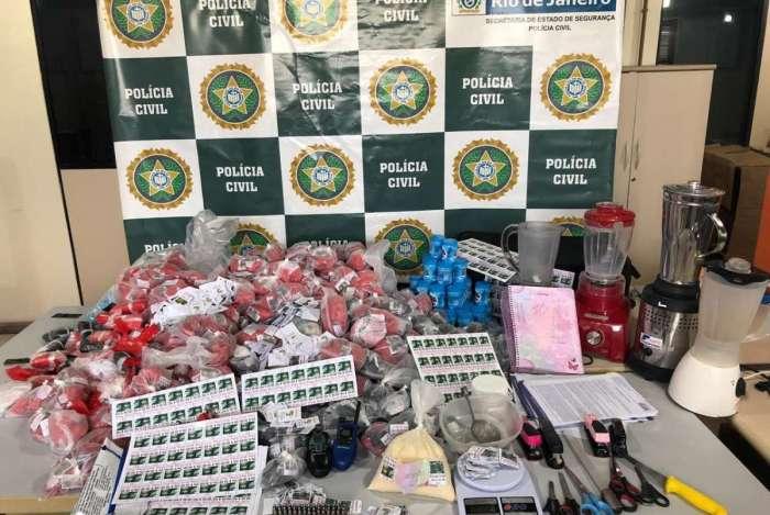 Policiais civis apreenderam cocaína, munição e outros materiais