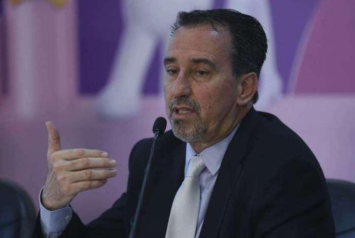 Ministro da Saúde, Gilberto Occhi, disse que até a próxima terça-feira será lançado o edital para a contratação de médicos nas vagas que surgirem com o desligamento de profissionais cubanos