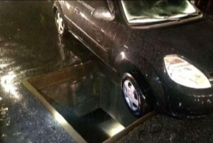 Jovem foi arrastada para dentro de bueiro, com cerca de 5m de profundidade, durante a tempestade