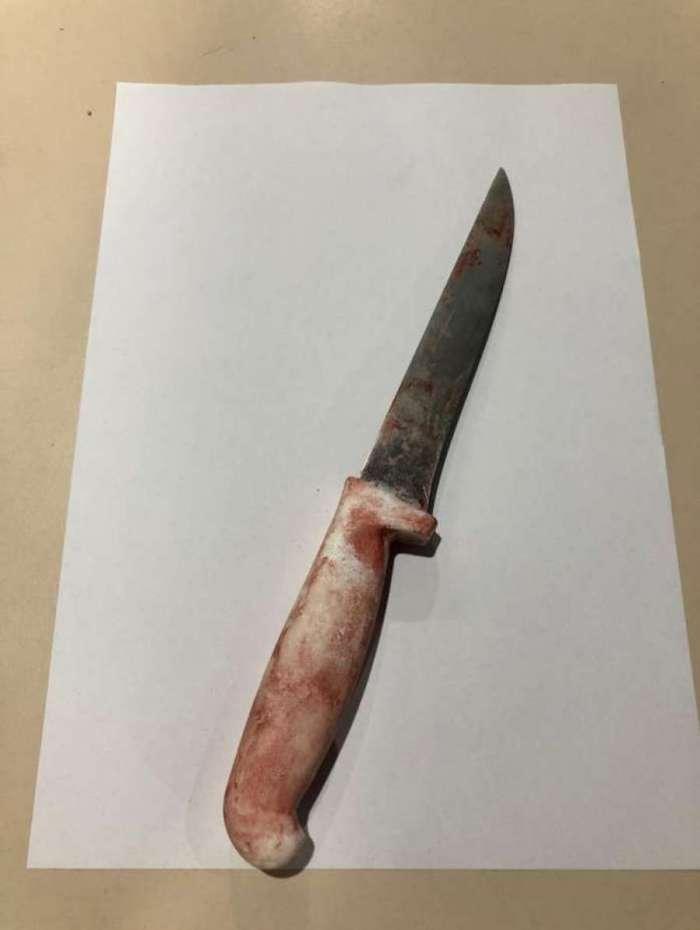 Arma ensanguentada foi encontrada com a mulher