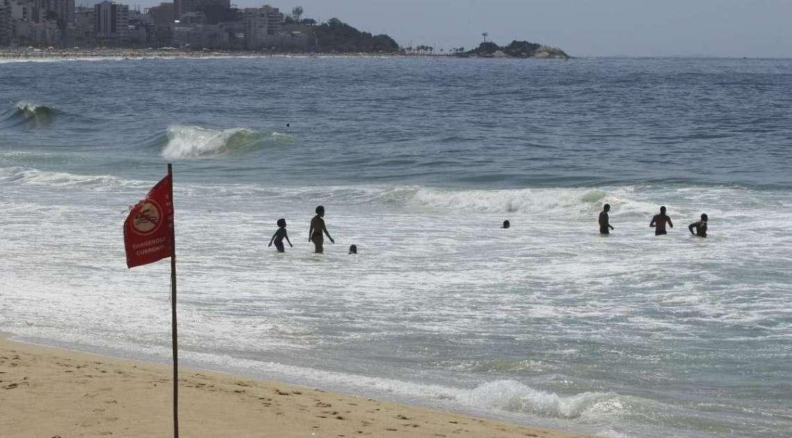 Fim de semana com lazer na praia. Na foto, Praia do Leblon.