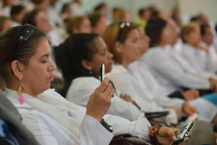 Médicos do programa durante curso de preparação para atuação no país