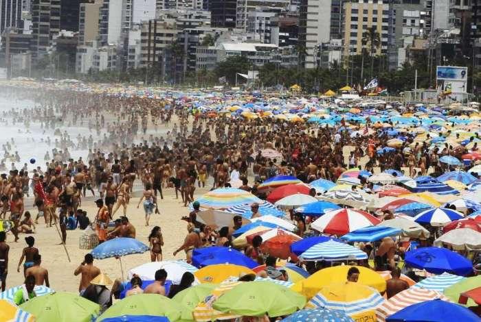 A galera curte a praia: em 2019, teremos menos dias de bobeira...