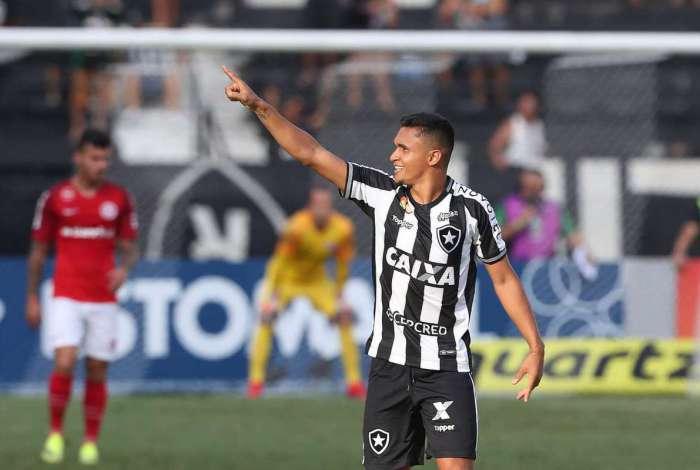 Erick marcou um belo gol para o Botafogo