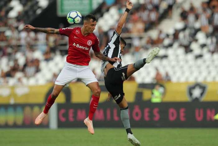 Botafogo bateu o Internacional no Nilton Santos