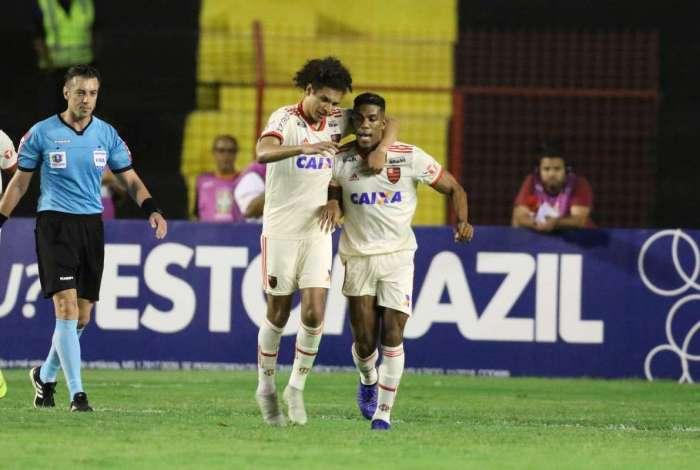 Flamengo segue atrás do líder Palmeiras