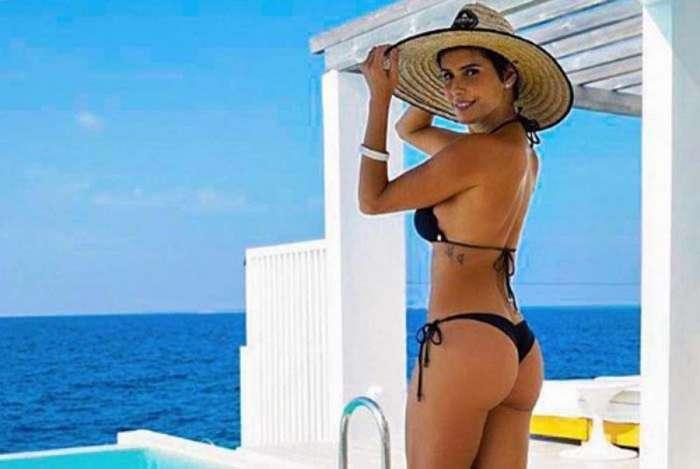 d1ebdf856 Deborah Secco exibe corpão em dia de sol nas Ilhas Maldivas O Dia ...