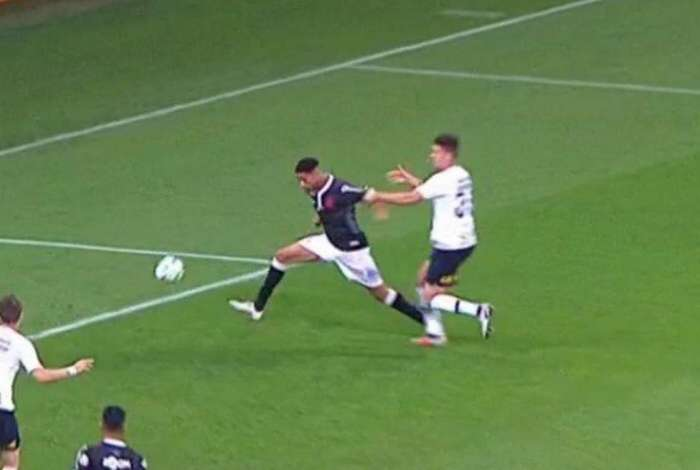 Gaciba vê pênalti claro para o Vasco