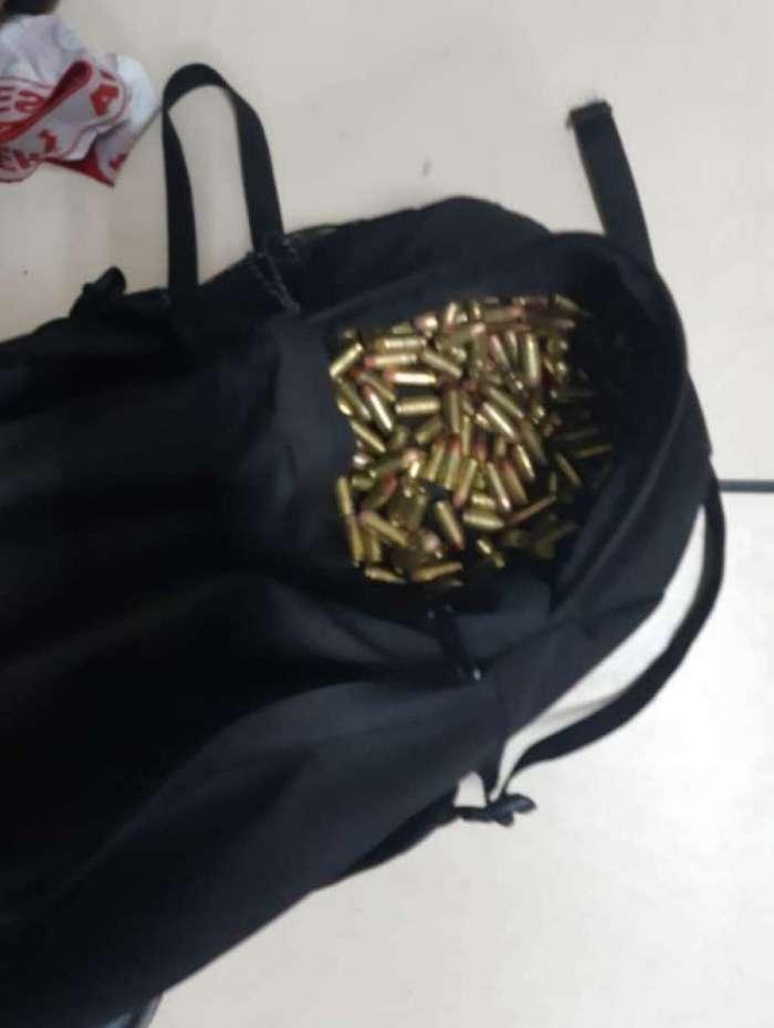 Além das pistolas, policiais também apreenderam munição encontrada com os bandidos na sexta-feira