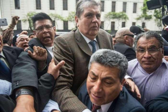 O ex-Presidente do Peru, Alan García, foi proibido de deixar o país e pediu asilo político no Chile