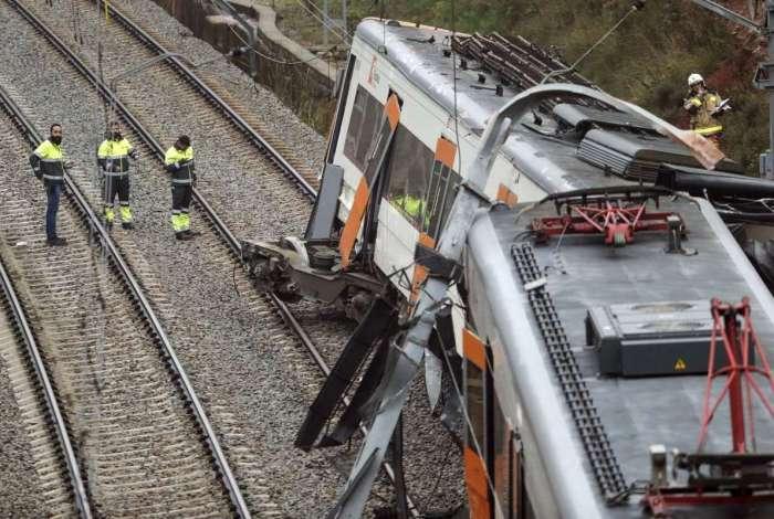 Um trem descarrilou na cidade de Vacarisses, Nordeste de Barcelona, uma pessoa morreu e seis estão em estado grave