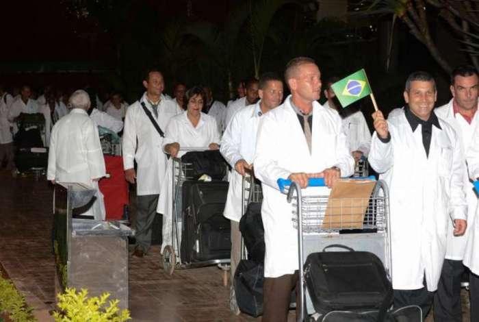 Médicos cubanos chegando nas áreas de trabalho