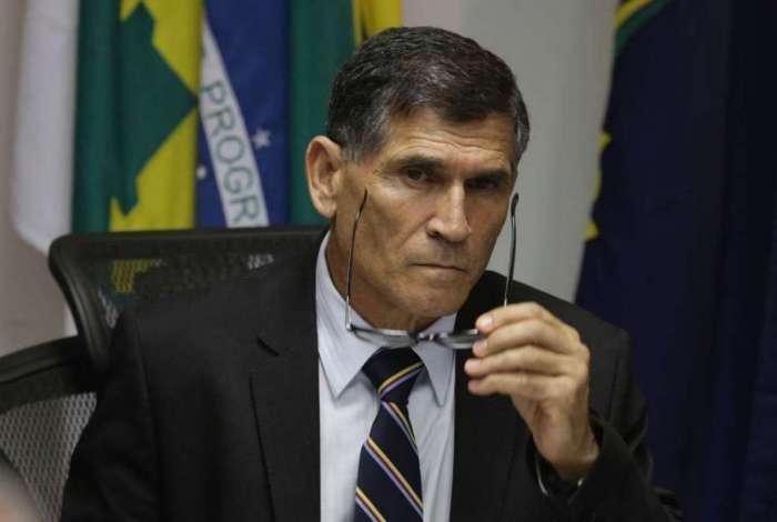 Ministro da Secretaria de Governo, general Carlos Alberto Santos Cruz, disse que últimas colocações de Olavo de Carvalho tiveram linguajar chulo e palavrões