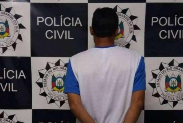 Acusado mantinha duas mil imagens pornográficas