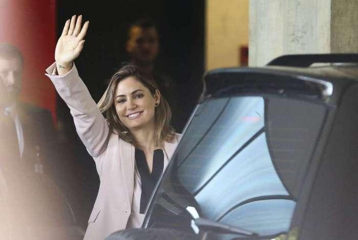 A futura primeira-dama Michelle Bolsonaro chega a Brasília para a primeira viagem à cidade onde nasceu, depois da eleição do marido