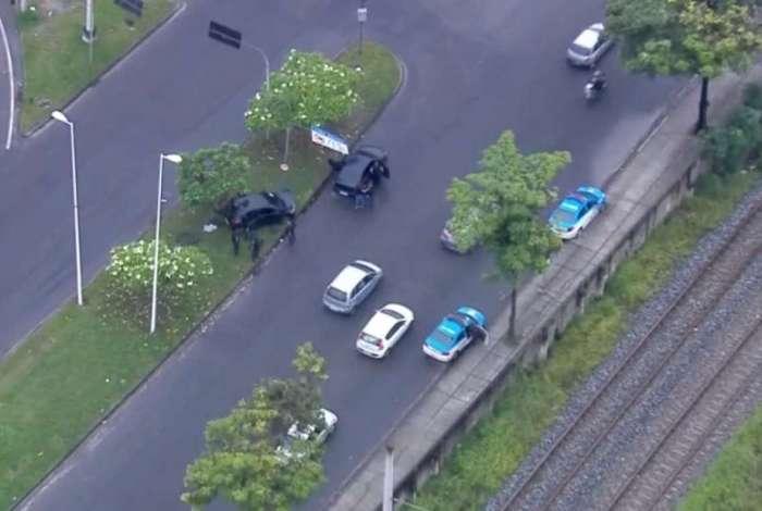 Policiais cercaram os criminosos