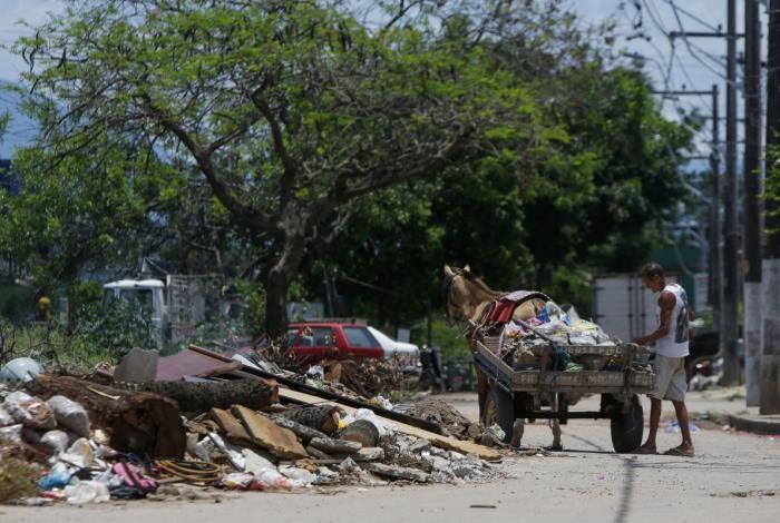 Avenida Paulo de Frontin era local de descarte de lixo. Moradores reclamavam do mau cheiro e sujeira