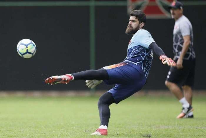 Fernando Miguel em treino do Vasco: milagre em momento fundamental