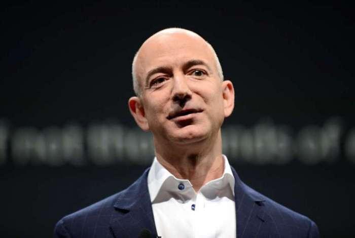 Jeff Bezos também é o homem mais rico do mundo e é dono do jornal 'The Washington Post'