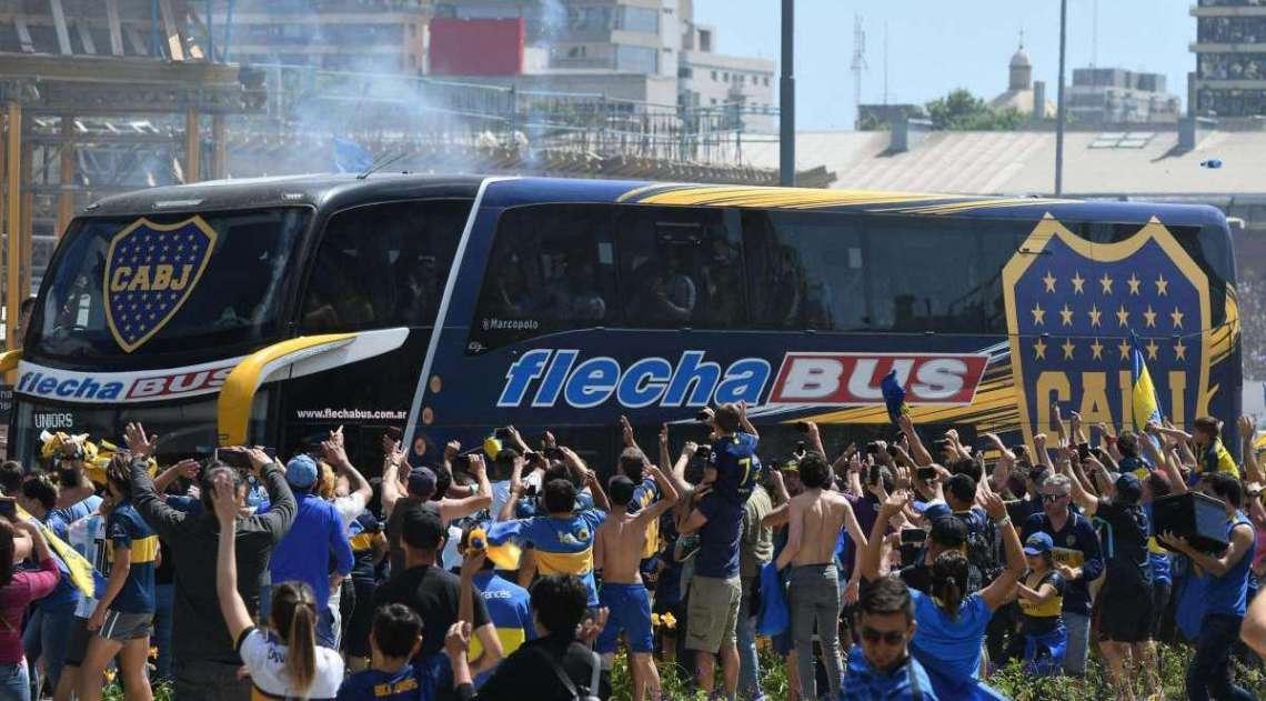 Ônibus do Boca Juniors foi apedrejado sábado