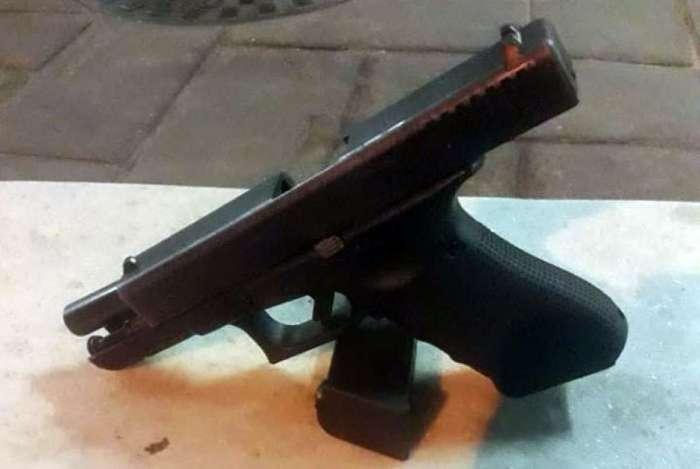 Uma pistola foi encontrada com o bandido