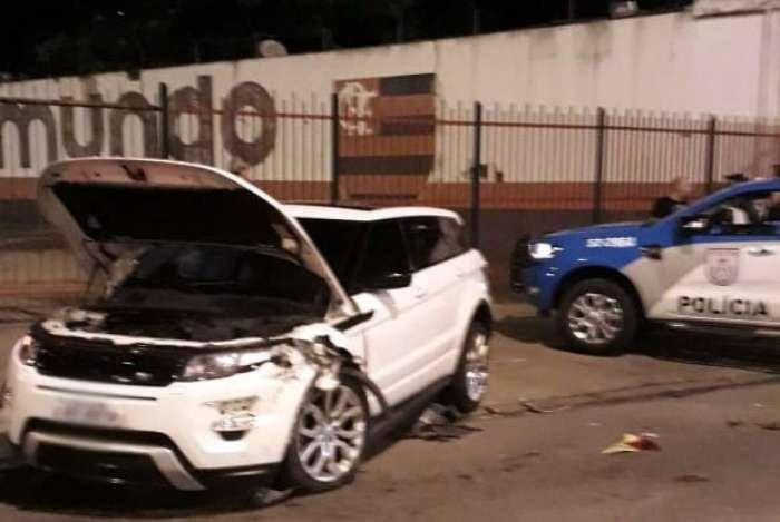 Carro capotou cerca de 1 km de onde foi roubado