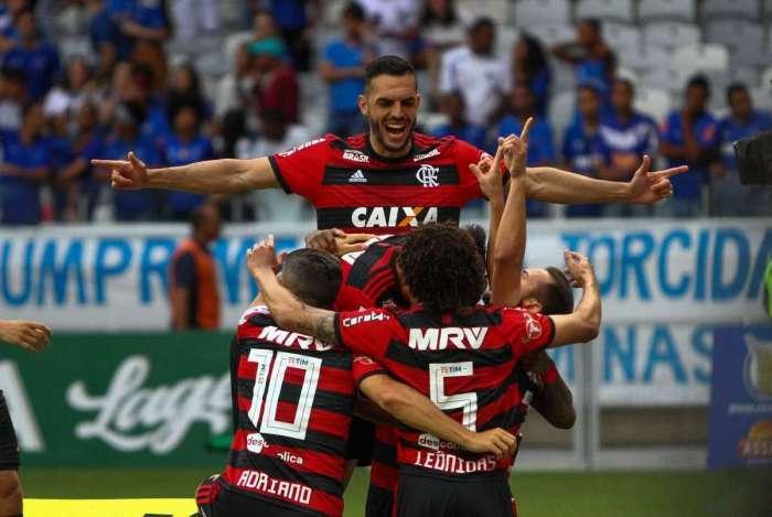 Jogadores do Flamengo vibram com gol de Everton Ribeiro