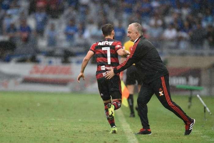 b7f374dbdd Everton Ribeiro comemora o gol durante partida contra a equipe do Cruzeiro