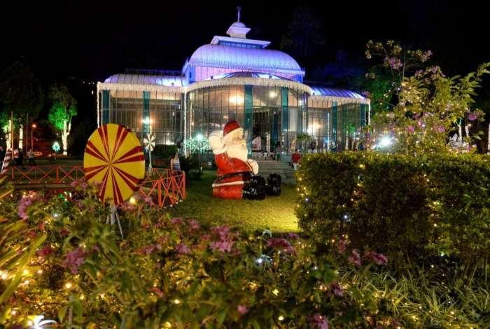 Festa terá grandes nomes da MPB, gastronomia e show de luzes. Casa do Papai Noel ficará no Centro Histórico
