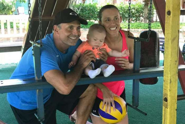 A jogadora de vôlei de praia Talita está de volta às competições após o nascimento do filho, Renatinho, de seu casamento com o técnico Renato França