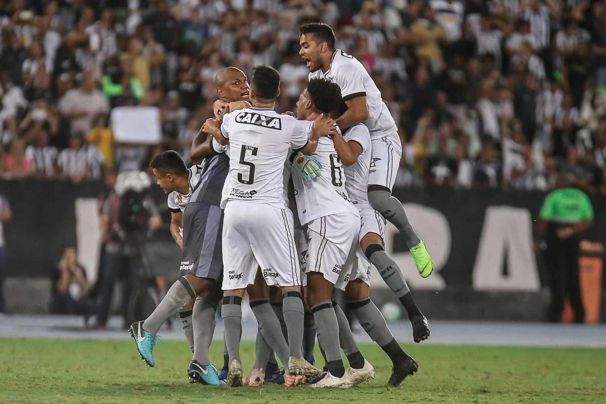 c31035b2ab Jefferson encerrou a carreira Alexandre Brum   Agencia O Dia. Botafogo  venceu o Paraná Marcelo Gonçalves Parceiro Agência O Dia