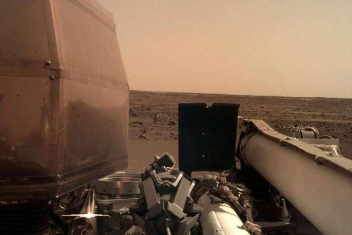 Imagem feita pela sonda InSight Mars da Nasa depois de aterrissar na superfície de Marte (AFP photo/ Nasa/ JPL-Caltech)