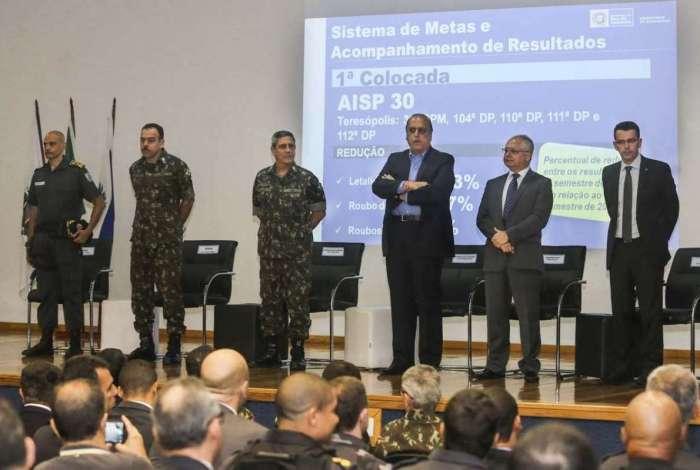 Pezão anunciou pagamento durante premiação de policiais