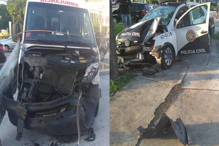 A viatura e a ambulância ficaram muito danificadas na colisão