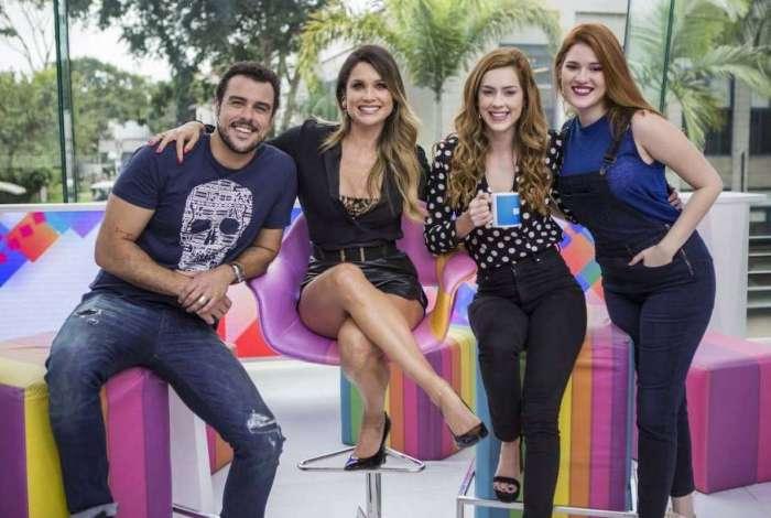 Apresentadores do Vídeo Show com Flávia Alessandra