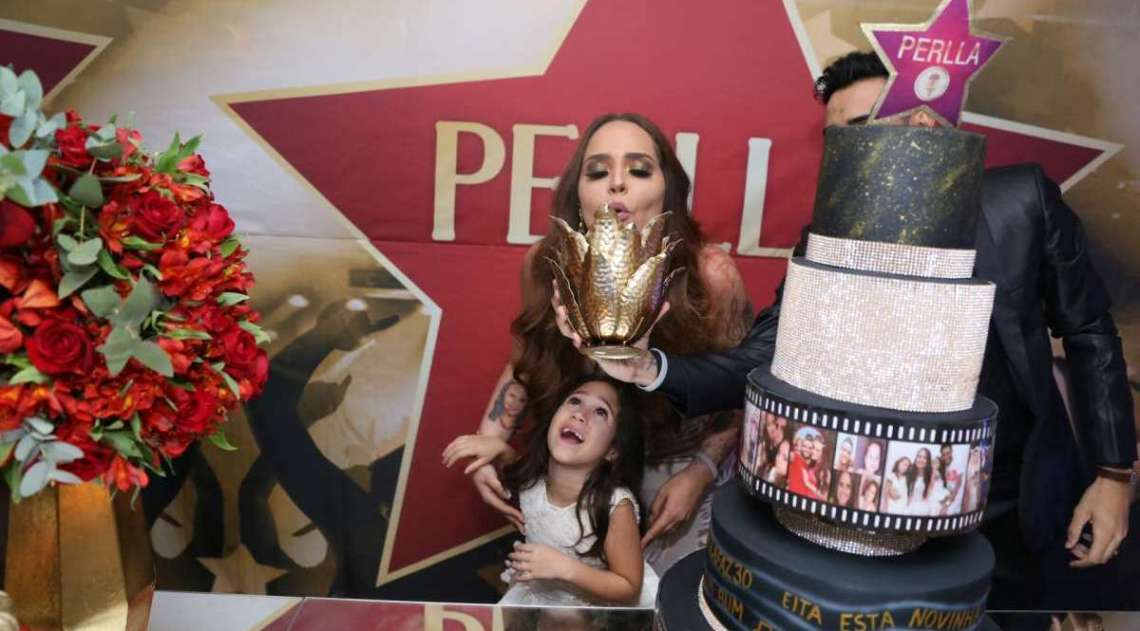 Perlla comemora aniversário de 30 anos com festa no Rio