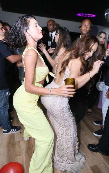 Perlla e Gabi Prado se acabam de dançar